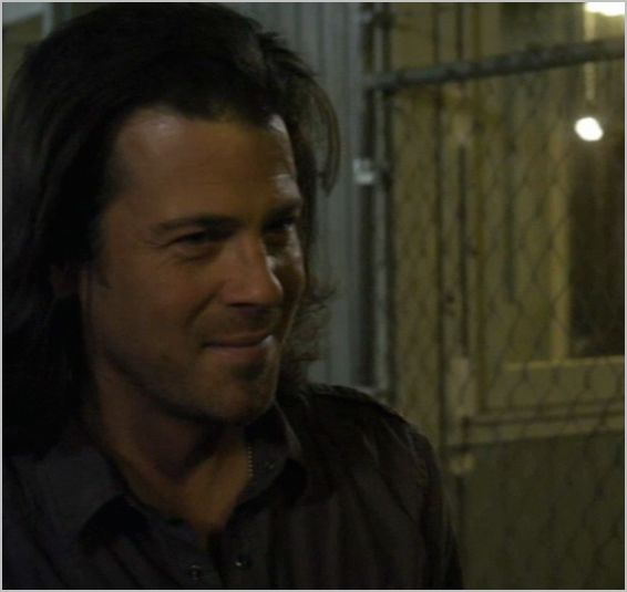 Leverage, the boy's night out job, eliot