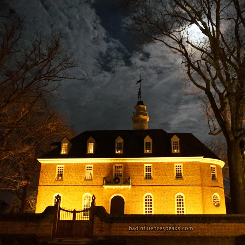 Cw capitol building under full moon crop bis