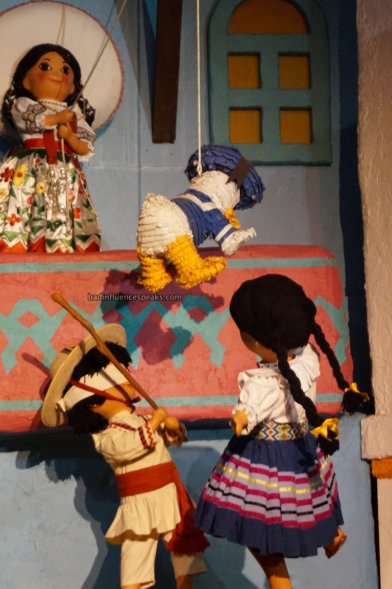 Donald pinata in mexican ride bis