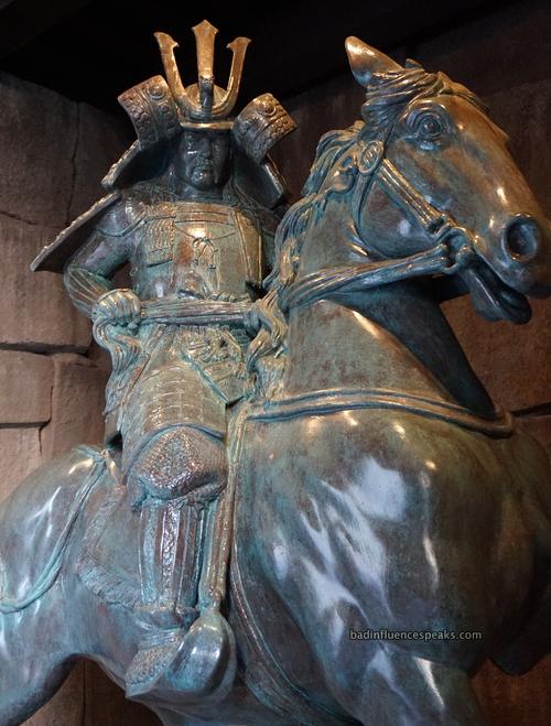 Samauri statue in japan bis