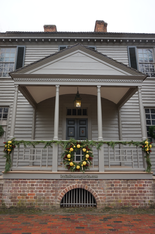 Cw grey house with wreath bis