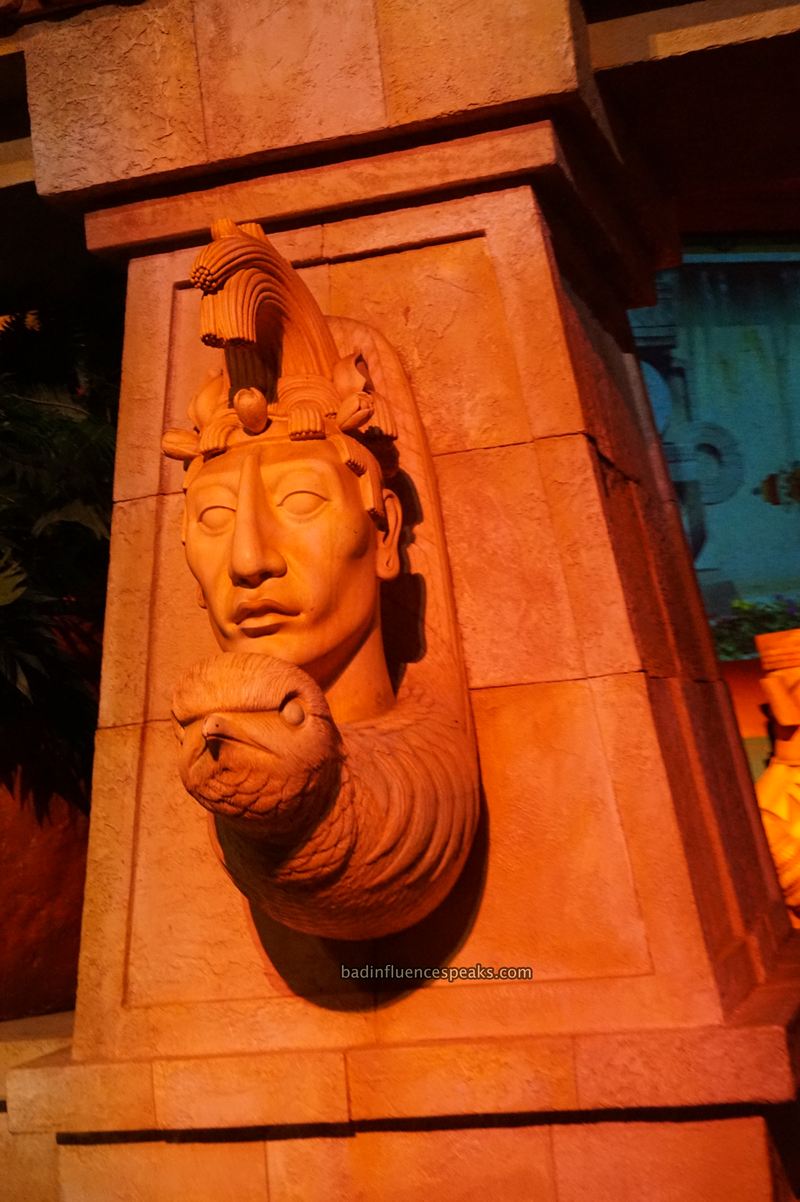 Mayan head in mexico ride bis